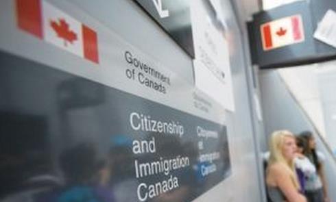 加拿大枫叶卡快过期了,怎么换新卡?