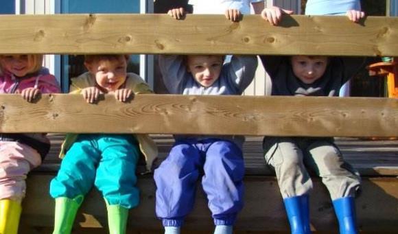 作为加拿大永久居民的儿童也要申领枫叶卡吗?